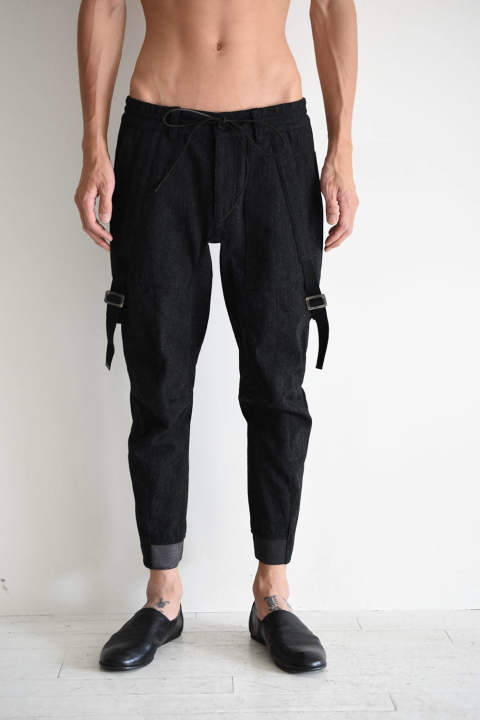 "Wool × Cortton Serge Harness Tapered Cropped Pants""Black""/ハーネステーパードクロップドパンツ""ブラック"" ST107-0069A D.HYGEN"